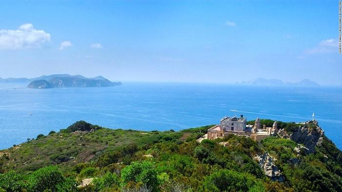 Мрачная и трагичная история острова оргий