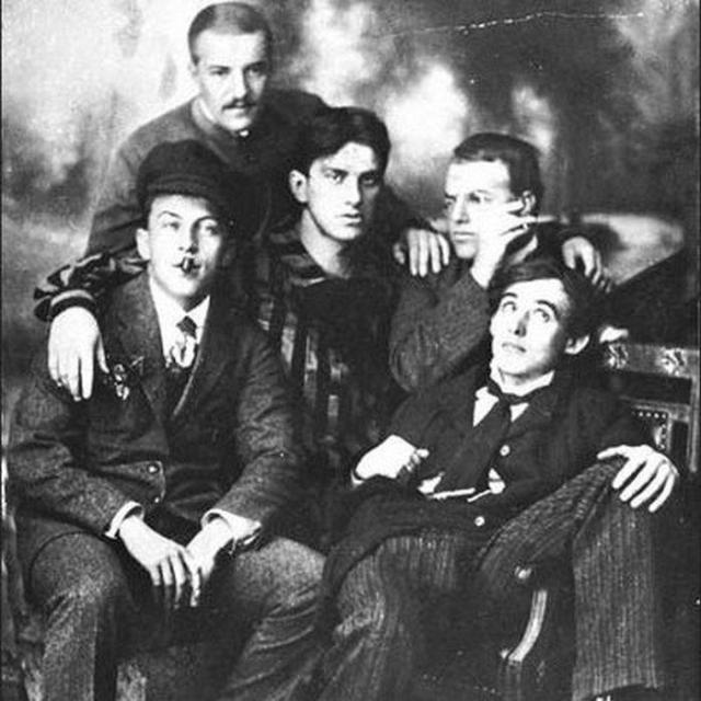 Как поэт Велимир Хлебников предсказал появление интернета еще 1921 году