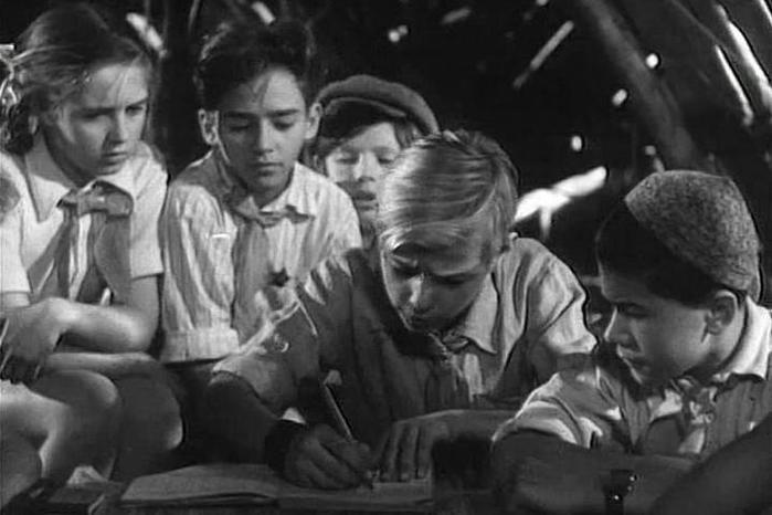 Почему в СССР хотели запретить книгу А. Гайдара «Тимур и его команда»