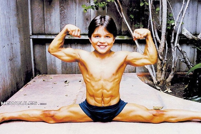 Он был самым сильным ребенком в мире, а теперь вырос и немного изменился