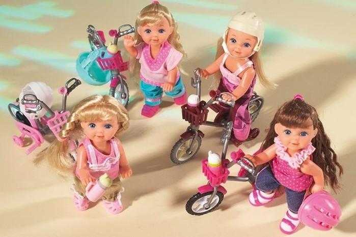 Разноцветные игрушки не полезнее для маленького ребенка