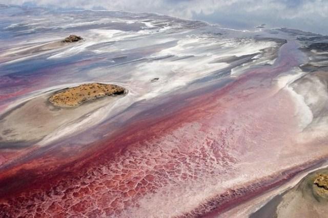 Удивительный природный феномен озера Натрон