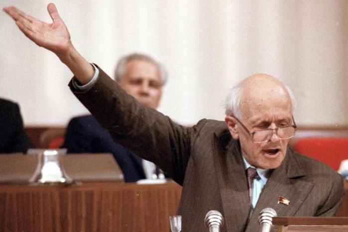 Каким был академик Сахаров до того, как стать диссидентом