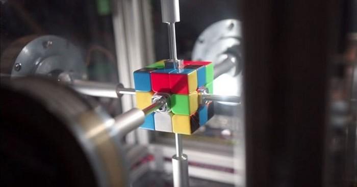 Новый рекорд сборки кубика Рубика установлен! Видео