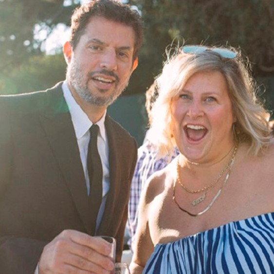 Как Дженнифер Лоуренс, Челси Хэндлер и другие повеселились на свадьбе Эми Шумер, и что невеста сказала о беременности