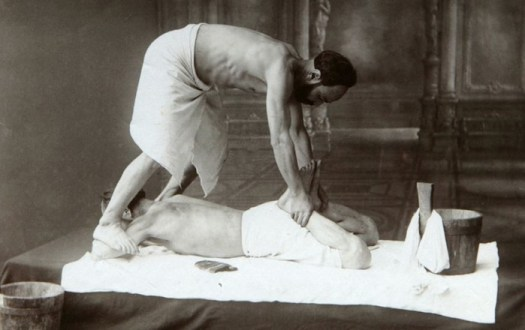 Удар в спину: 5 причин записаться на тайский массаж