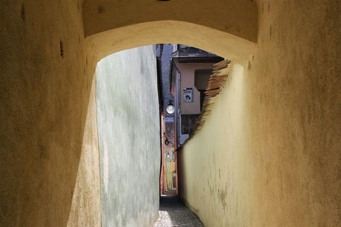 Топ 5: самые узкие улицы мира