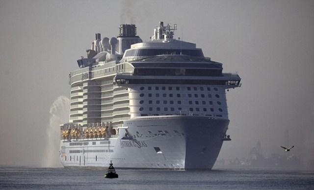 Никто не хотел утонуть: 9 метровые волны и пассажирский лайнер