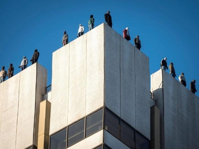 Зачем на небоскребе в Лондоне установили статуи 84 мужчин