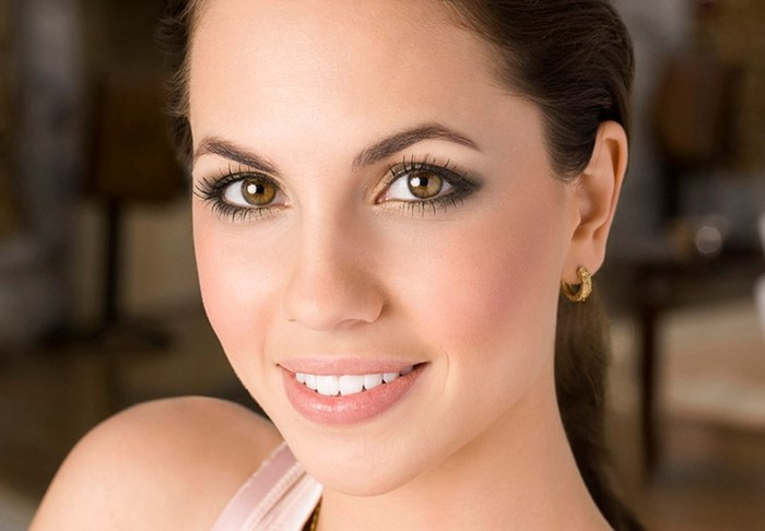 Как не должен выглядеть деловой макияж