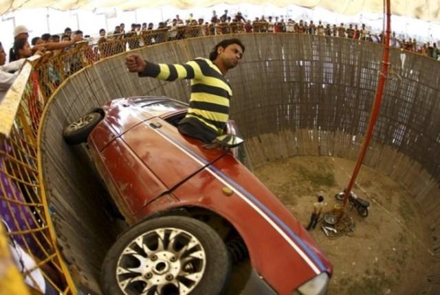 Видео: 7 невероятных автомобильных трюков, от которых волосы встают дыбом