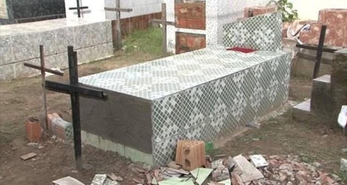Необъяснимые аномалии, которые происходят на кладбище (видео)
