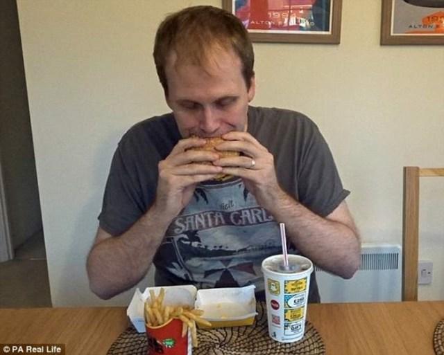 Блогер за неделю похудел на 2 кг, питаясь только фастфудом