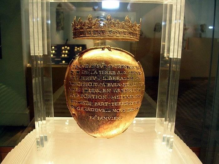 Из французского музея украли бесценный реликварий с сердцем королевы Анны