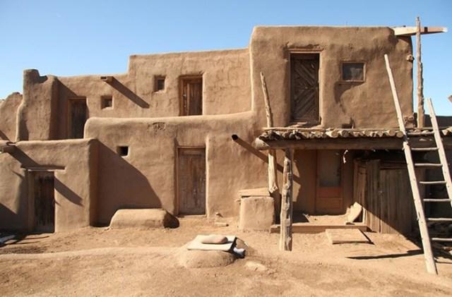 Почему люди чаще всего строят прямоугольные дома? Ответ учителя черчения