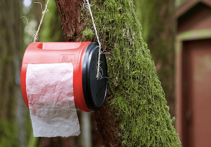 Зачем пионервожатые носили с собой вазелин на вате, а туристы прячут туалетную бумагу