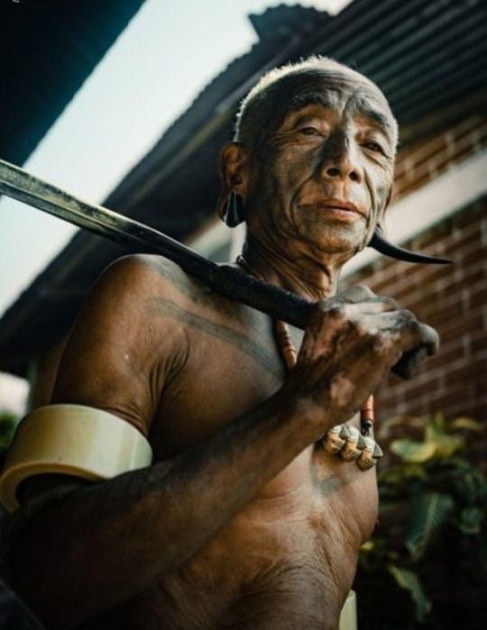 Портреты последних воинов племени коньяки: охотники за головами из Индии