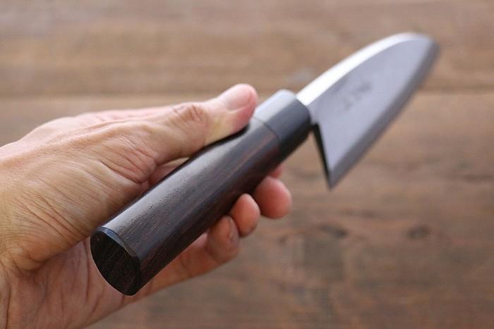 Как сделать съедобный нож из риса и заточить газетой