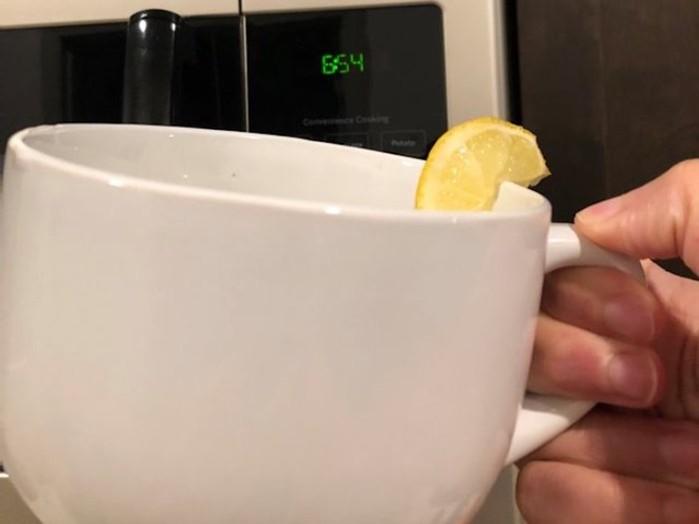 Журналистка заменила утренний кофе на воду с лимоном: последствия
