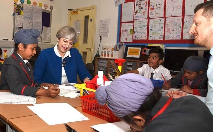Эксперимент доказал пользу позднего подъема школьниц для занятий