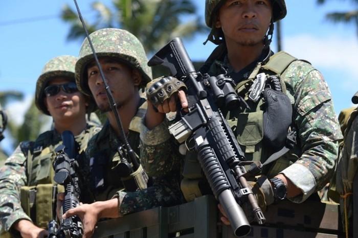 Филиппинские солдаты случайно убили в джунглях шесть полицейских