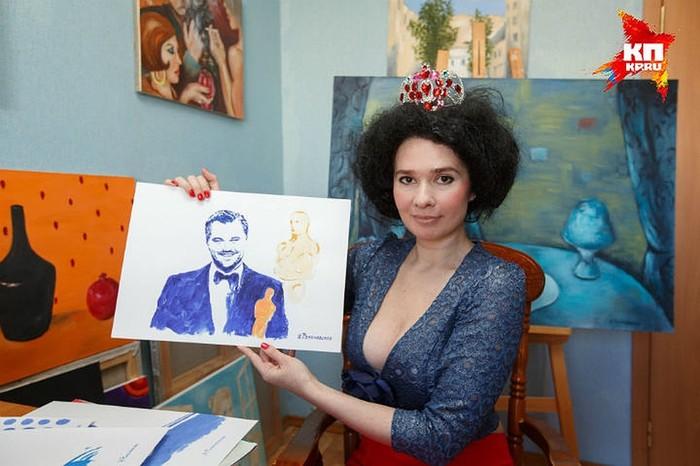 Художница рисует голых знаменитостей