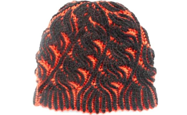 женская шапка спицами в технике Бриошь