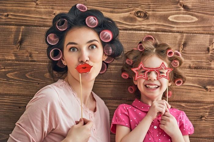 10 фото знаменитостей, на которых мамы и дочери выглядят ровесницами