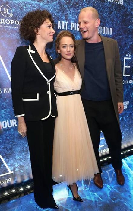 Актеры, которые любят женщин постарше: Гела Месхи, Сергей Маковецкий идругие