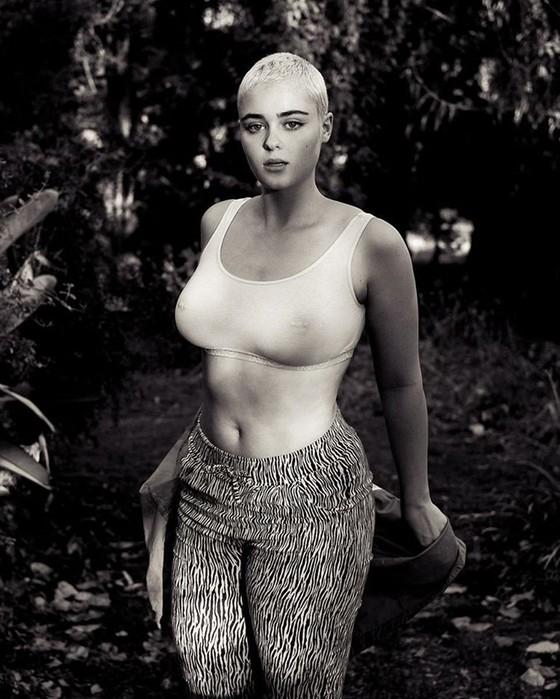 10 фото Стефании Феррарио, которая крушит стереотипы о модельной внешности
