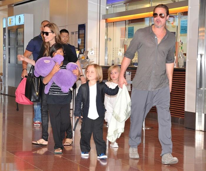 У кого из знаменитостей дети двойняшки: Бейонсе, Джей Ло, Селин Дион, Джулия Робертс...