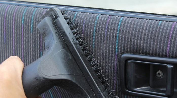 Как быстро очистить салон автомобиля от разных пятен