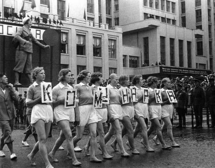 Как большевики хотели изменить интимную жизнь советских граждан