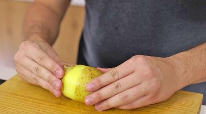Как почистить картошку за 2 секунды и не испортить маникюр