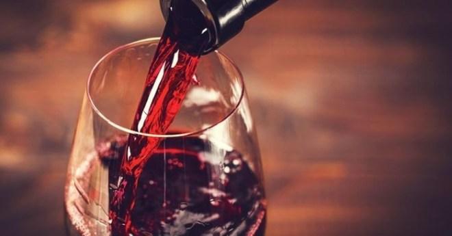 Алкоголь превращает людей в расистов и гомофобов