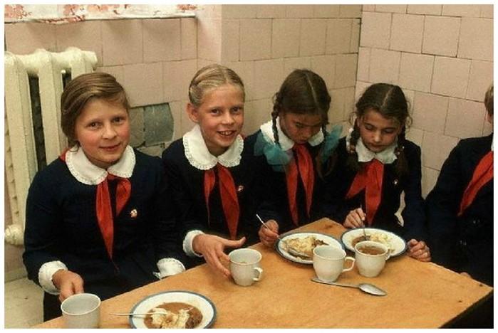 Вкус детства: чем нас кормили в школьной столовой
