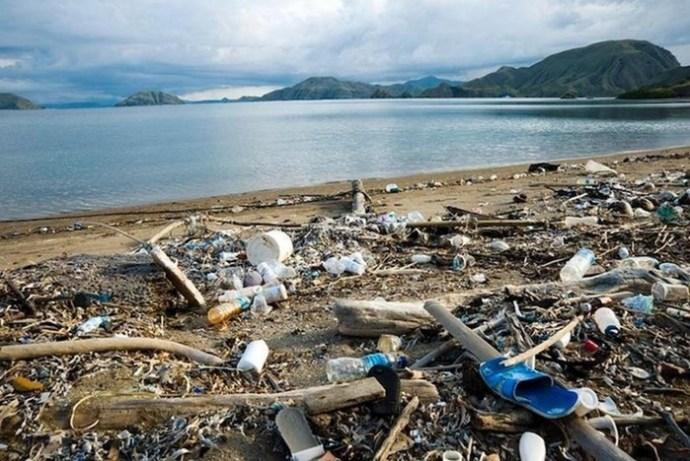 Почему лучше не пить через пластиковую соломинку— 2 веские причины