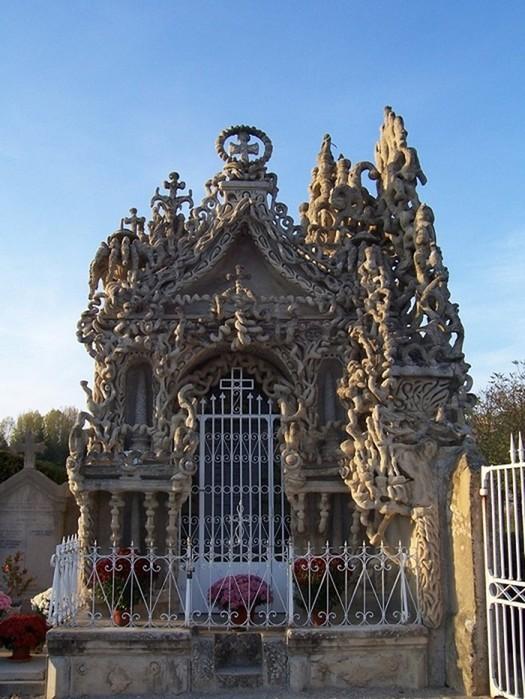 Почтальон потратил 30 лет, чтобы из придорожных камешков создать настоящий дворец