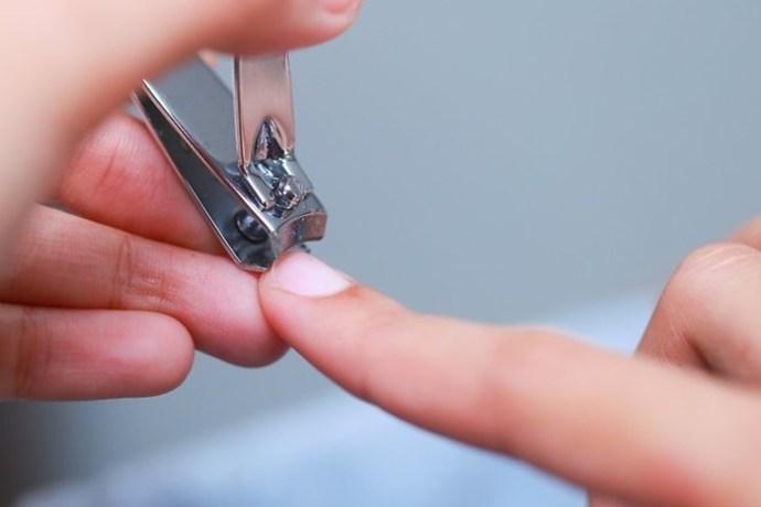 Почему нельзя подстригать ногти вечером? Как выбрать лучшее время