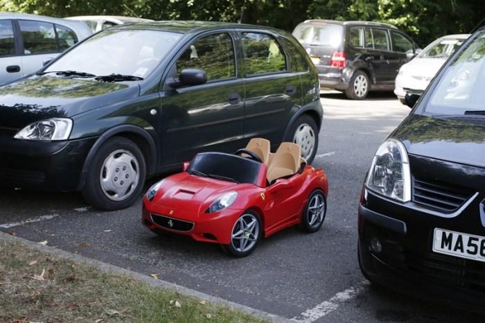 Игрушечный Ferrari