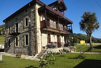Gran Villa con piscina cubierta, 12 personas Cantabria