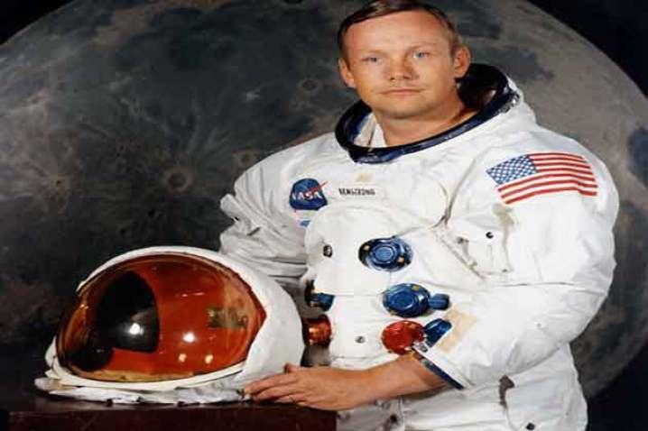 Resultado de imagen para neil armstrong in the moon