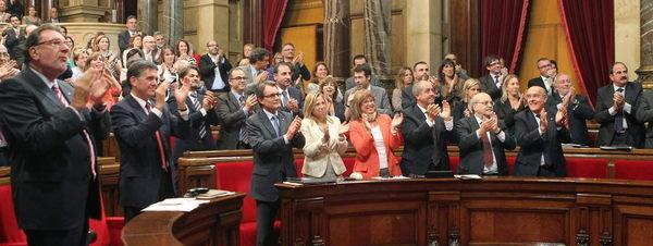 El Parlament aprueba por amplia mayoría la convocatoria de una consulta de autodeterminación