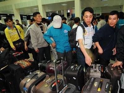 Kết quả hình ảnh cho trục xuất du học sinh việt nam về nước tại sân bay osaka
