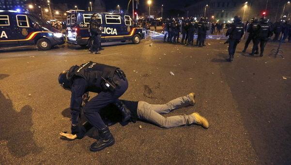 Enfrentamientos entre policía y manifestantes en Madrid