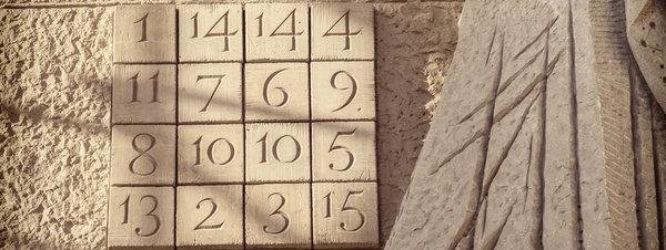 El cuadrado mágico del 33 y el falso mito masónico de Gaudí