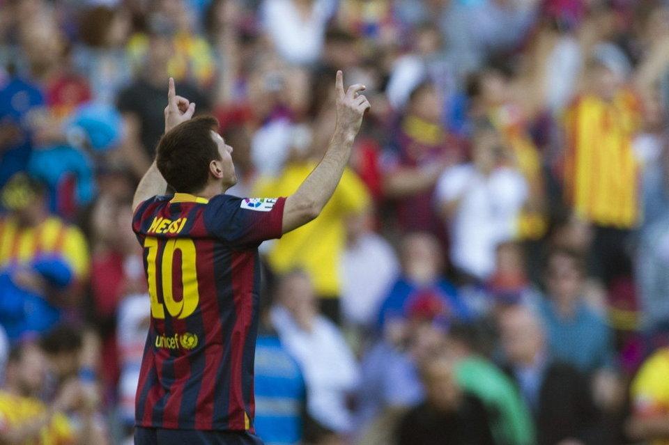 El delantero argentino del FC Barcelona Lionel Messi, celebra el gol que marcó, primero de su equipo