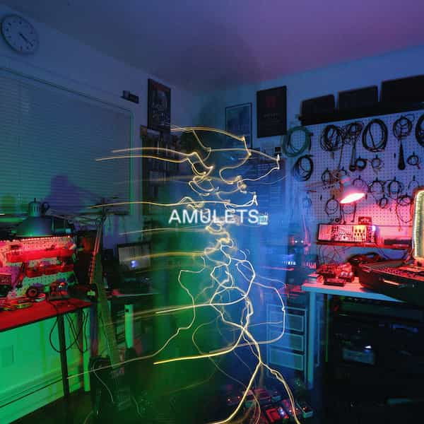 AMULETS / Between Distant And Remote (LP)