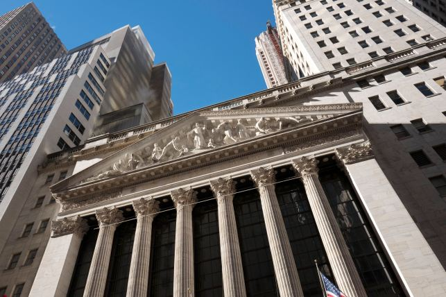 Wall Street Pay Seems to Have Long Forgotten Recession