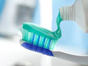A toothbrush a day keeps dementia away...